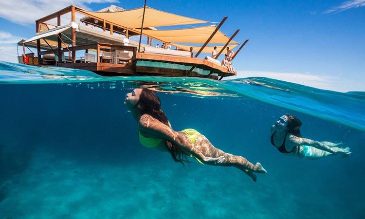 Plutajući bar na Fidžiju