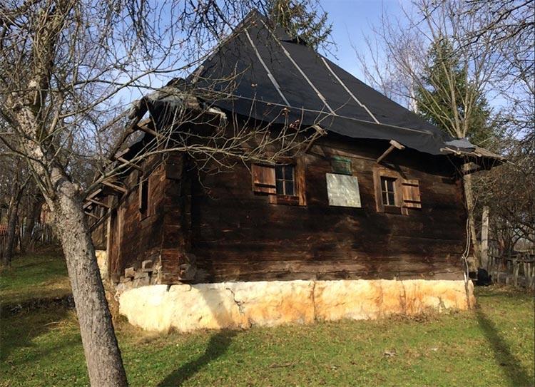 Vile i spomen kuće na Zlatiboru